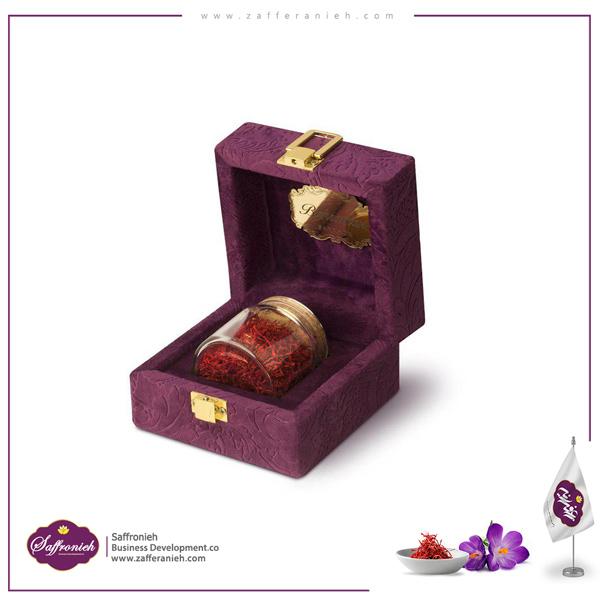 پک هدیه - کادویی 8 گرم (ویولت) وزن خالص زعفران : 8 گرم تولید کننده : زعفران بهرامن بسته بندی : جعبه مخملی