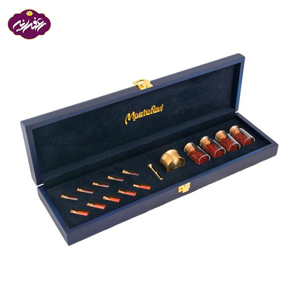 پک هدیه آریا مصطفوی پر شده با 4 گم زعفران و 5 گرم پودر زعفران رای خرید به سایت زعفرانیه مراجعه کنید.